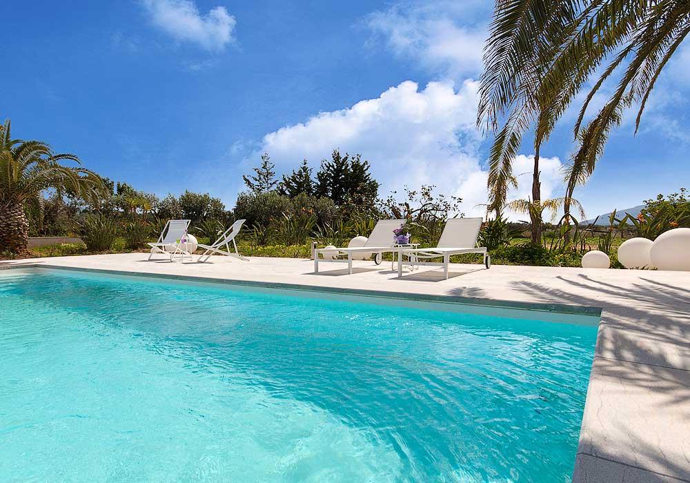 The swimming pool of Villa Liccumia