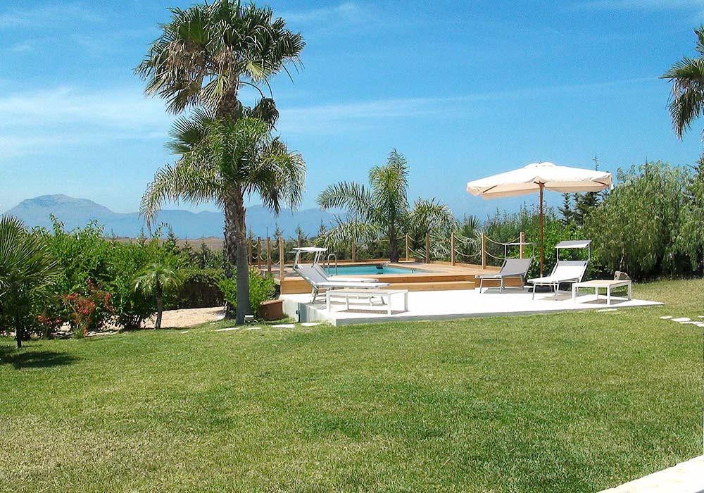 The swimming pool of Appartamento Chistu and Appartamento Chiddu
