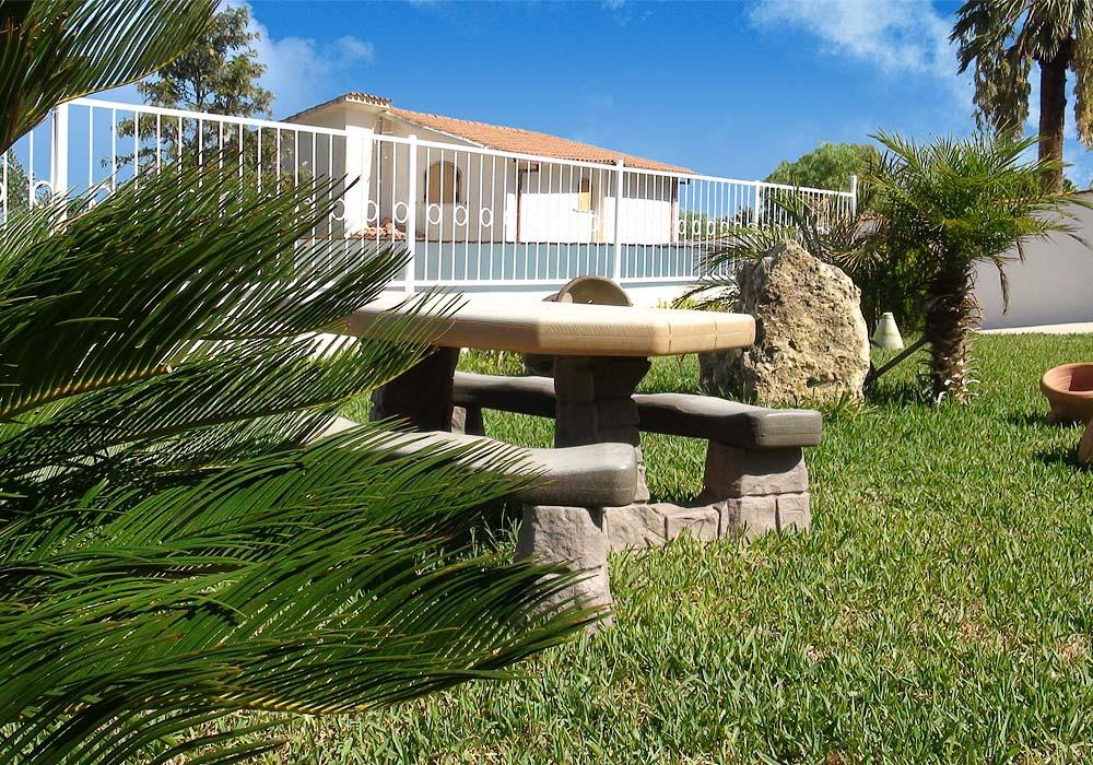 In the small garden of Appartamento Macaone and Appartamento Parpagghiuni
